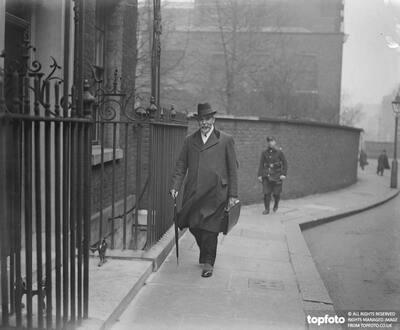 Sir David Shackleton