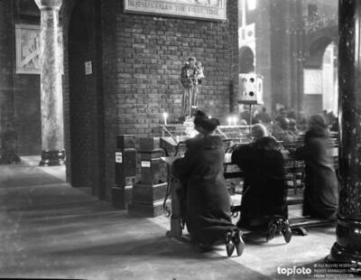 Worshippers at Westminster Cathedral listening
