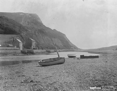 Axemouth Harbour ._x000D_ Early 20th century