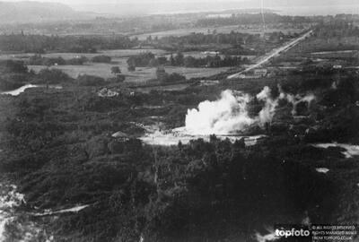 Pohutu geyser in action at