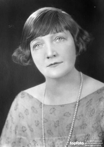 Miss Gwladys Morris , who