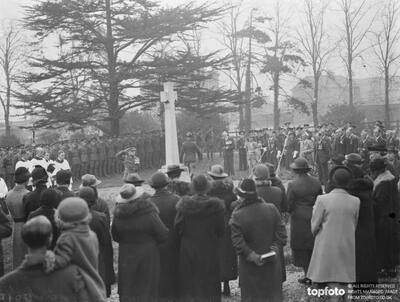 Armistice memorial service in Erith