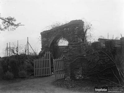 Tudor gateway in Scadbury Park