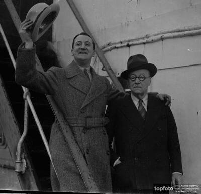 Stanley Lupino leaves for America