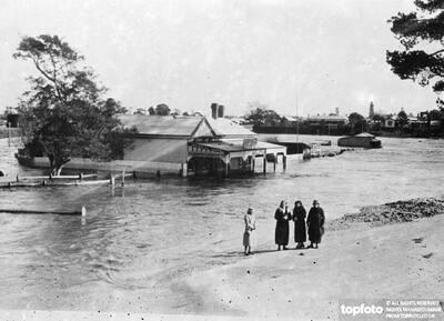 Flood Menace In Australia ._x000D_ Thousands