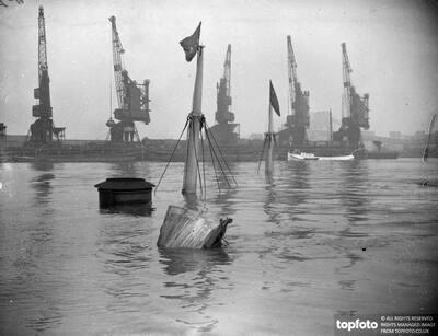 Buoys mark sunken Cgragside in