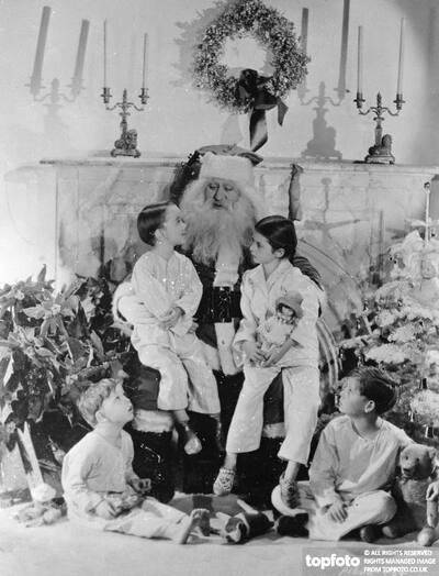 Santa tells the tale ._x000D_ Hugging