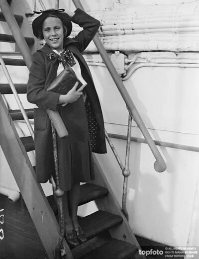 Leslie Howard , daughter of