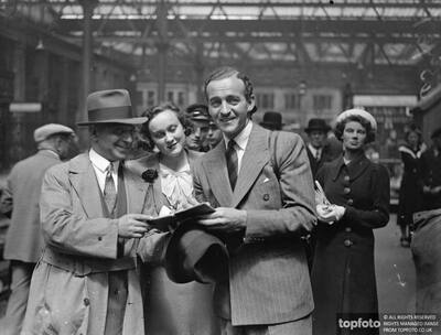 David Niven arrives from America,