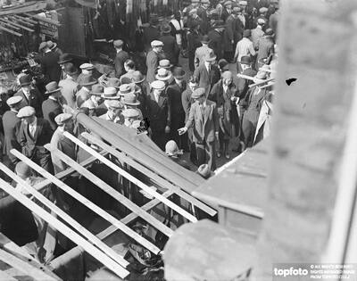 Petticoat Lane Market crowded with